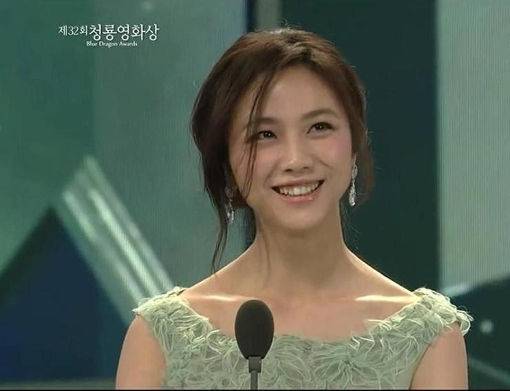 明星说英语视频:气质美女汤唯韩国颁奖典礼的英语