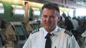 新奇事件簿(翻译+字幕+讲解+试题):飞行员给乘客买披萨.jpg