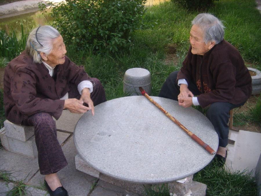 坐下来好好叙旧的老姐妹