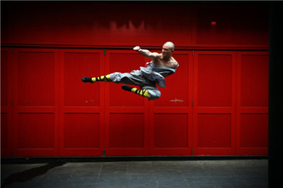 During the Spring Festival, the world-famous Shaolin monk visited London's Chinatown (multiple photos).jpg