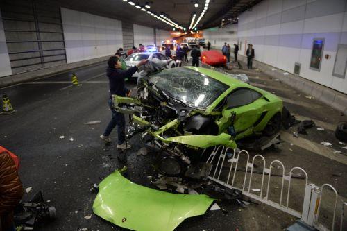 北京法拉利撞兰博基尼 司机涉危险驾驶被刑拘.jpg