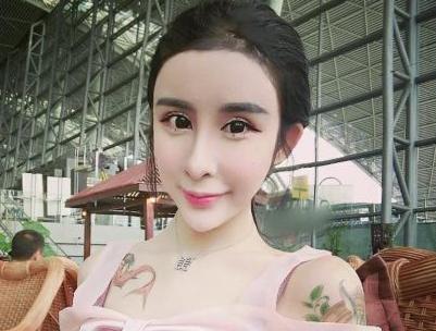 15岁女孩整容变蛇精,真的美吗.jpg