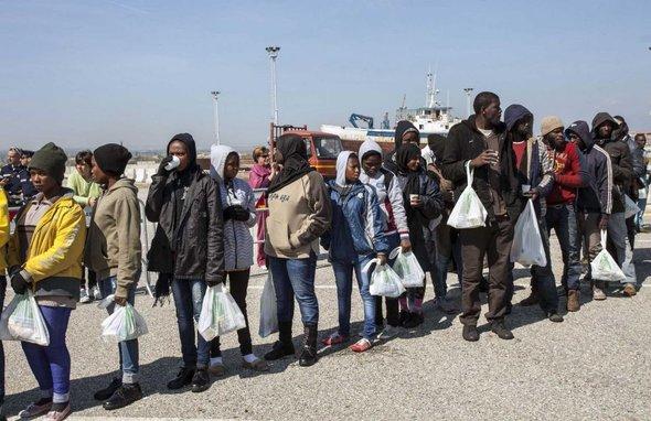 地中海难民.jpg