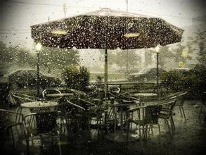 """""""雨天创作""""的街头艺术"""