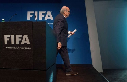 布拉特闪电辞去国际足联主席一职