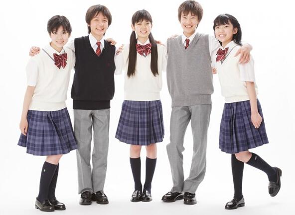多愁善感时期的10来岁学生来说,每天穿着的校服是否可爱是不可忽视