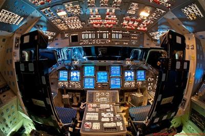 解):先进科技为飞机驾驶舱