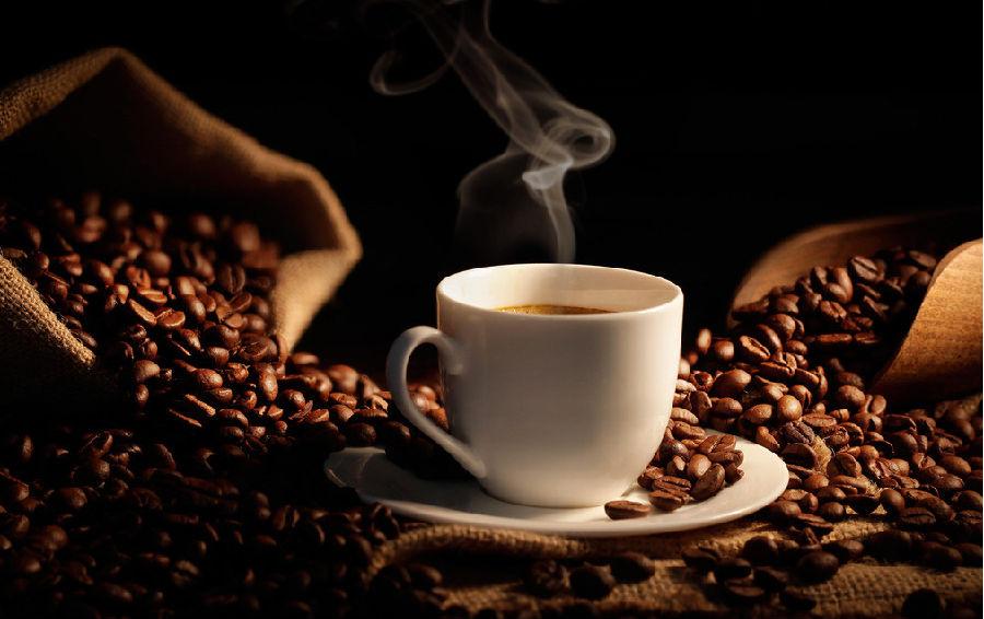 感到疲倦时,喝杯咖啡
