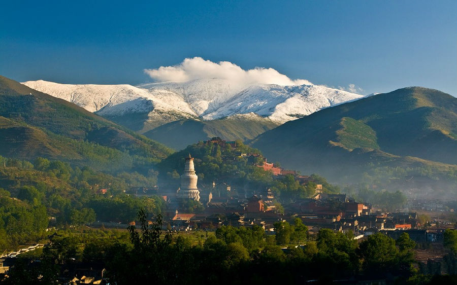 宜人的气候和自然风光使得五台山成为理想的避暑胜地.