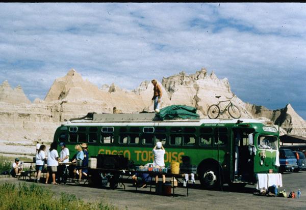 """为乘客营造社区氛围的""""嬉皮士""""公共汽车"""