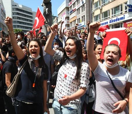 土耳其民众不满.jpg