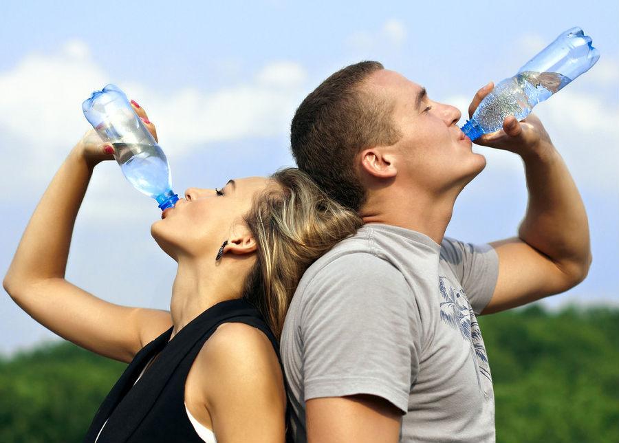 每天一定要喝很多水