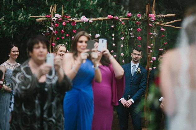 在婚礼上用手机拍摄有何不妥?