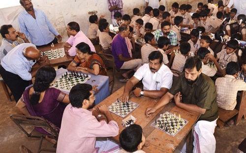 印度一村庄流行下象棋帮助村民戒酒!