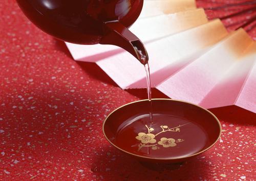 屠苏酒_春节必备的九大暖心美味食物_舌尖上的美食_双语阅读 - 可可英语