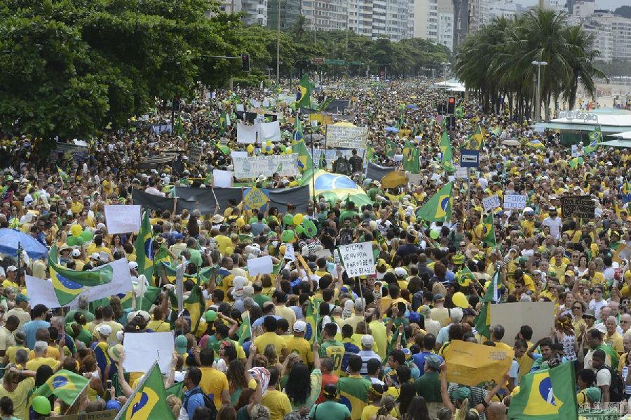 巴西民众弹劾总统.jpg