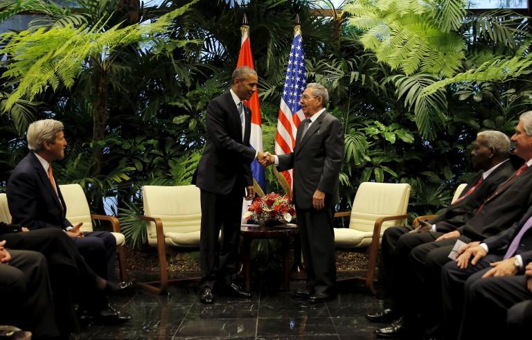 奥巴马与卡斯特罗就分歧和友善进行交流