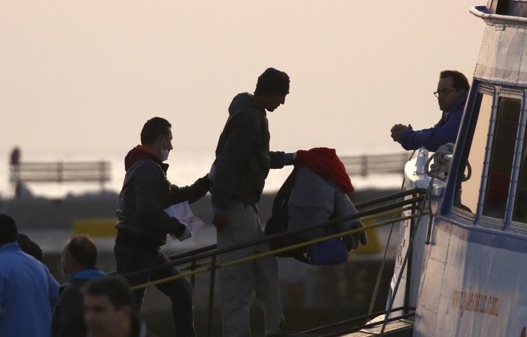 根据欧盟协议,首批遣返难民抵达土耳其