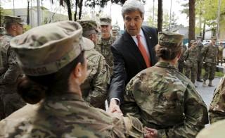美国国务卿克里到访阿富汗喀布尔