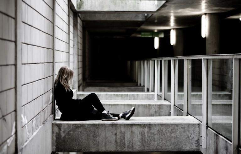 是什么导致了自杀率的上升?
