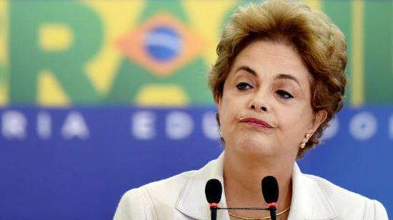 巴西总统罗塞夫弹劾受阻.jpg