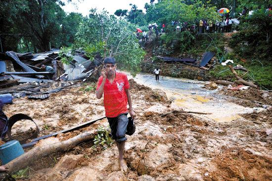 斯里兰卡滑坡200户被埋.jpg