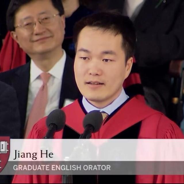 第一位亮相哈佛演讲台的中国学生何江2016毕业演讲.jpg