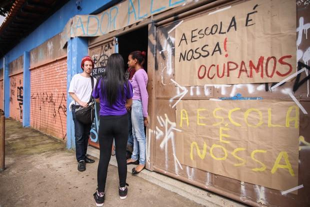 巴西学生占领学校.jpg