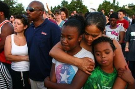 对于奥兰多枪击案的幸存者,我们能做的只有抚慰
