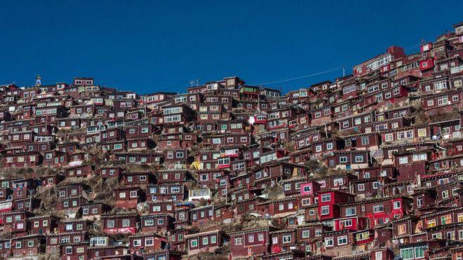 西藏佛学院建筑正被拆除
