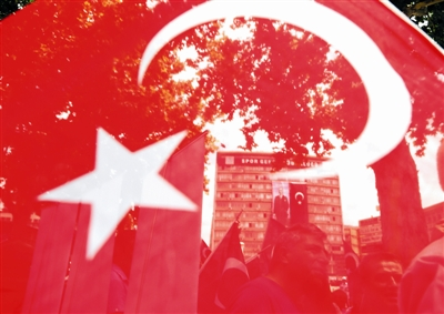 土耳其史无前例的清理行动扩大至教育界