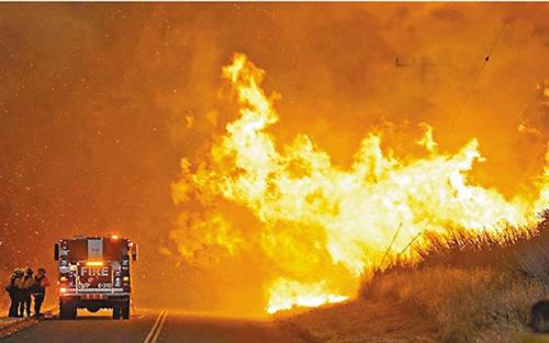 加州森林大火对消防队员影响巨大