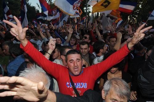 塞尔维亚人抗议种族清洗.jpg