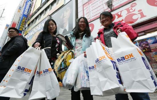 英国脱欧导致免税购物上升 中国游客占主力
