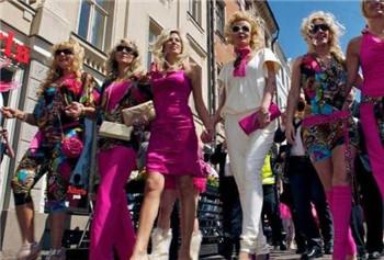 女权世界踩踏