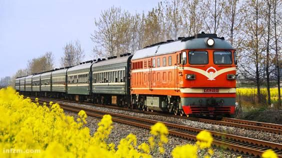 火车傍晚风景图片
