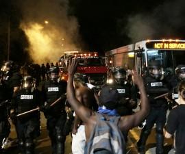 枪击案过后夏洛特爆发抗议和示威
