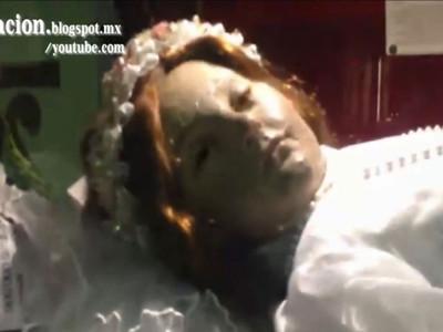 死去300年的圣童突然睁眼