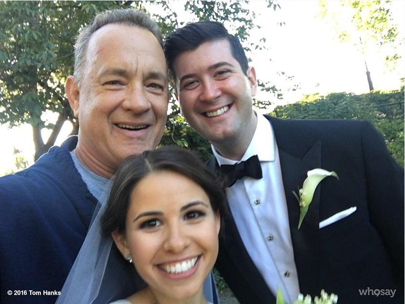 新人拍婚纱偶遇汤姆汉克斯.png