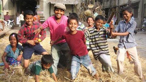 印度志愿中心帮失学儿童重返校园.jpg
