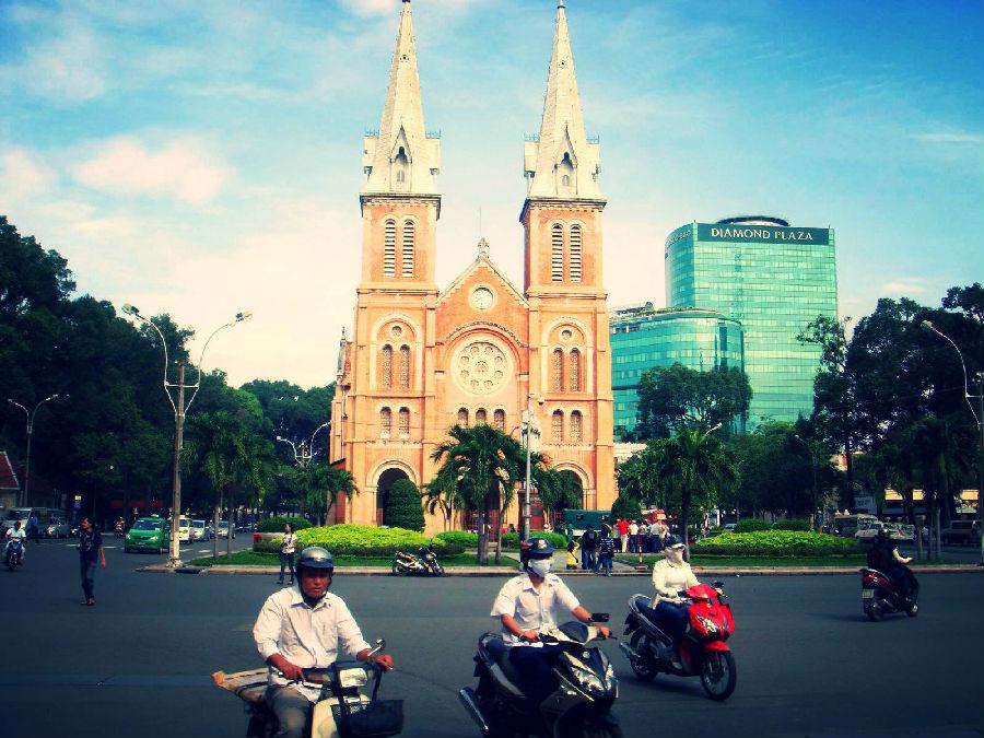 驾驶在越南两个轮子更好.jpg