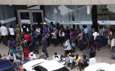 津巴布韦银行现取钱热