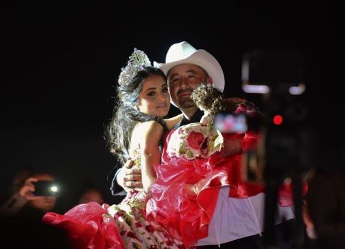 墨西哥15岁少女过生日来了千人.jpg