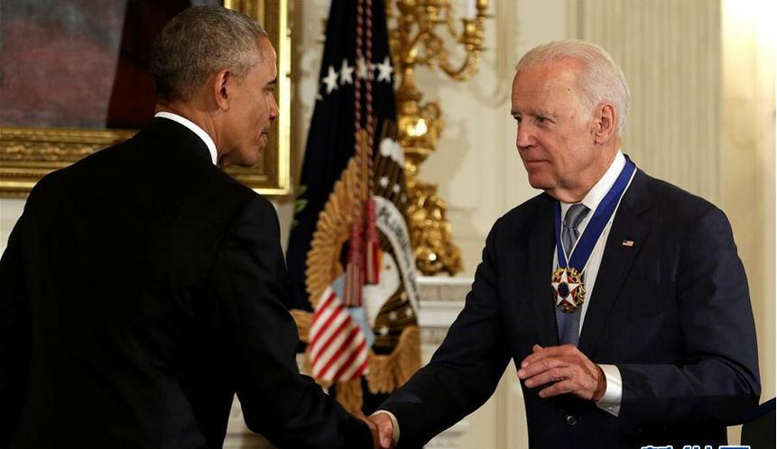 奥巴马授予拜登最高荣誉勋章.png