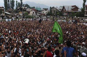 bbc双语新闻讲解附字幕:印控克什米尔学生在动乱中参加高考