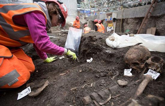 伦敦地下建设项目意外挖出8000年历史.jpg