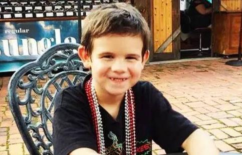 失去挚爱双亲 6岁小男孩却要收集33000个微笑!