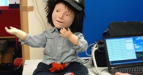 机器人帮自闭症儿童学习社交技能.jpg