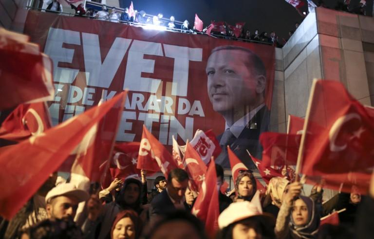 土耳其通过公投扩张总统权力