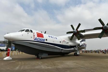ag600是世界最大水陆两栖飞机.其机身长37米